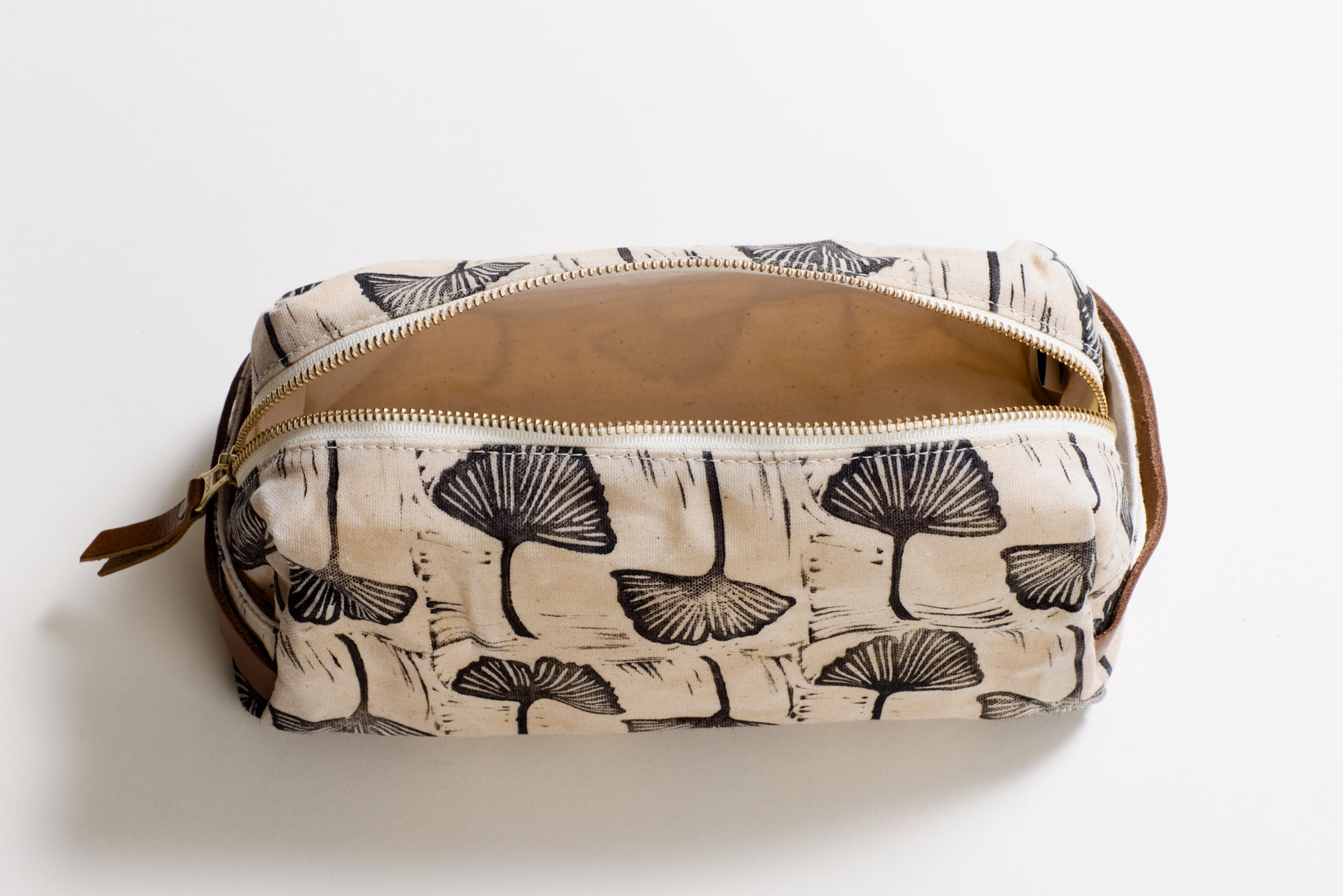 The Dopp Kit Gingko in Black