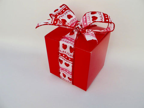 Square Red Box with Striped Ribbon, 6 Cookies