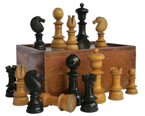 Antique Edinburgh Upright Chess Set for Sale