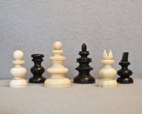 Early English Playing Chess Set, 17th century