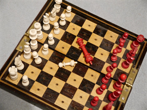 Rosewood Travelling Chess Set, 19th century