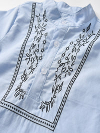 Chemise avec boutons et broderies