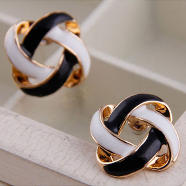 Hot 1 Pair Women Korean Vintage Charming Black and White Simple Hollow Earrings Jewelry Gift