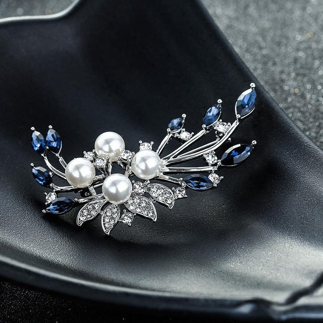 Crystal Trendy Flower Brooches Women Brooches Alloy Flower imitation Pearl Crystal Brooch Christmas Gift Broche Pins