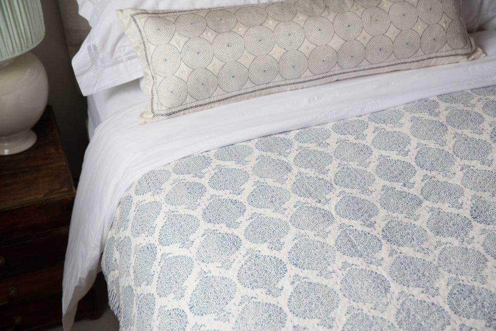 block print kingsize bedspread in blue and white