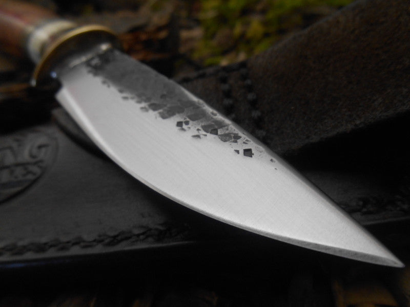 Amboyna Musk Ox Drop Point