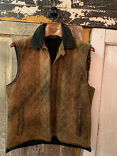 Load image into Gallery viewer, Quilted Stitch Reversible Brushed Leather Vest