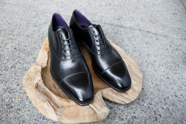 Carmina Shoemaker Captoe Oxford in Black Calf