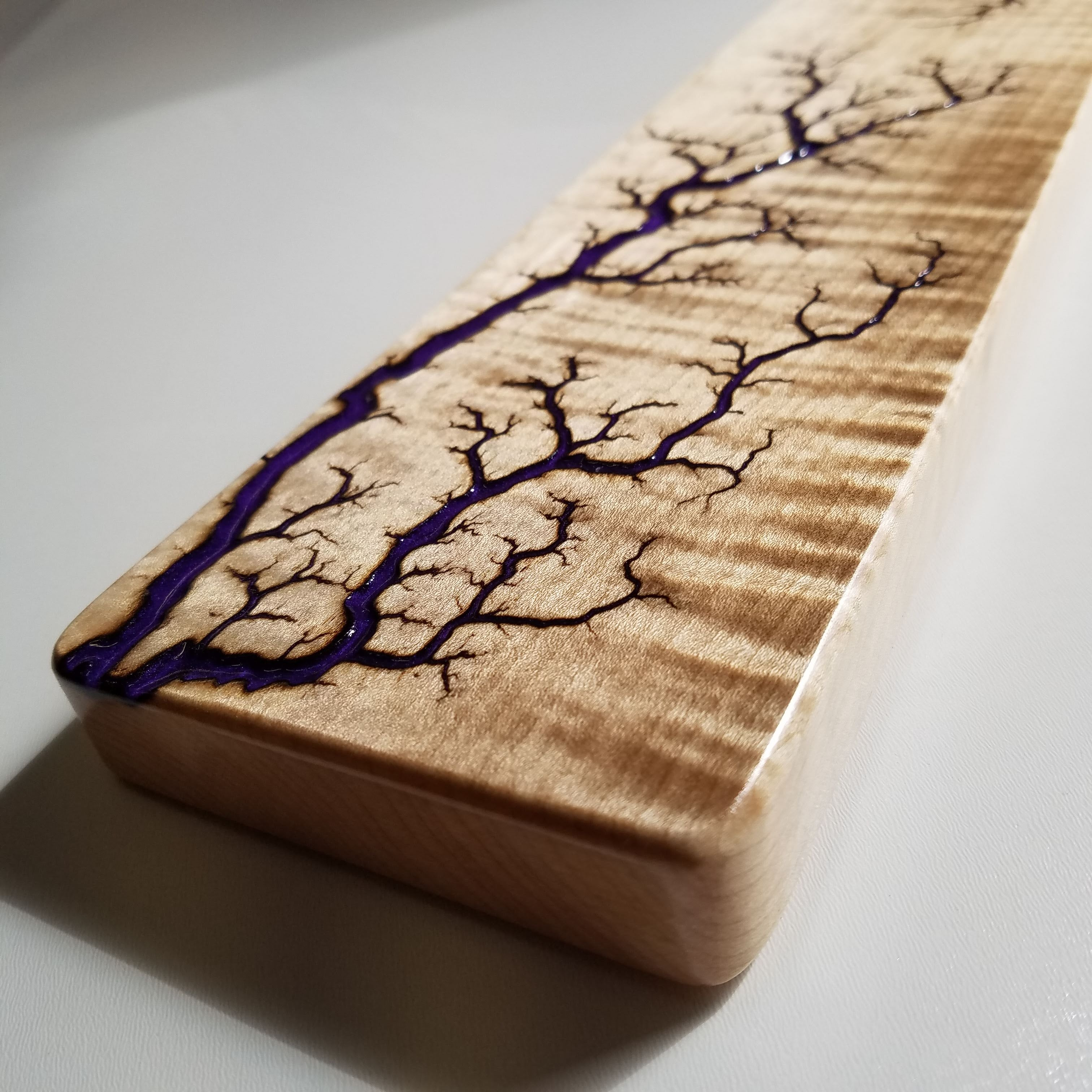 "CURLY MAPLE Wrist Rest (Full size 17.5"", Deep Purple Resin Inlay)"