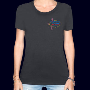 🦩 WELCOME To Scandalous LAS VEGAS NEVADA... Black T-Shirt - Woman | Glows in the dark