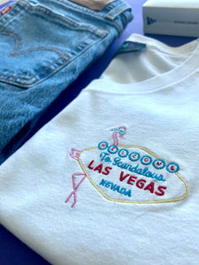 🦩 WELCOME To Scandalous LAS VEGAS NEVADA... White T-Shirt - Woman | Glows in the dark
