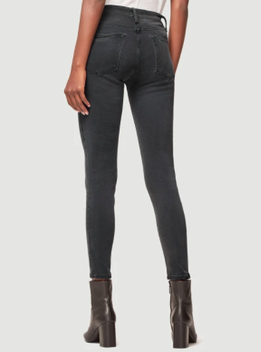 Back pockets on the 70s inspired jeans from Frame with a high rise fit and skinny legs.