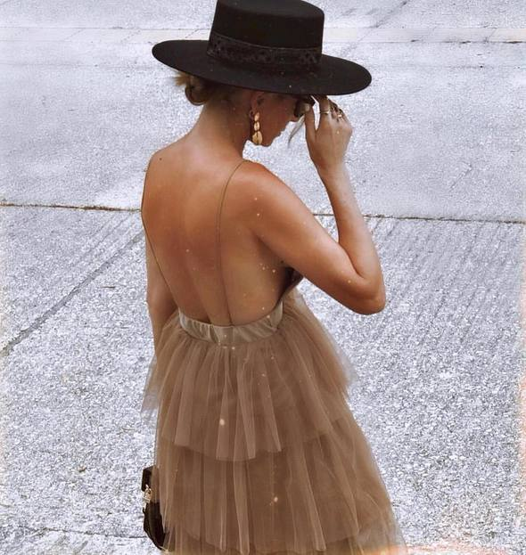 From day to night, casual to party dress Th Sierra is the perfect hat. Lack of Color boater style hat in 100% Australian wool with a vintage ribbon detail.