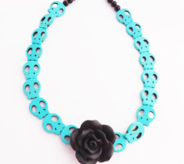 Day of the Dead Fimo Black Rose and Howlite Skulls Necklace / Turquoise skulls and Handmade Rose Dia de Los Muertos Necklace