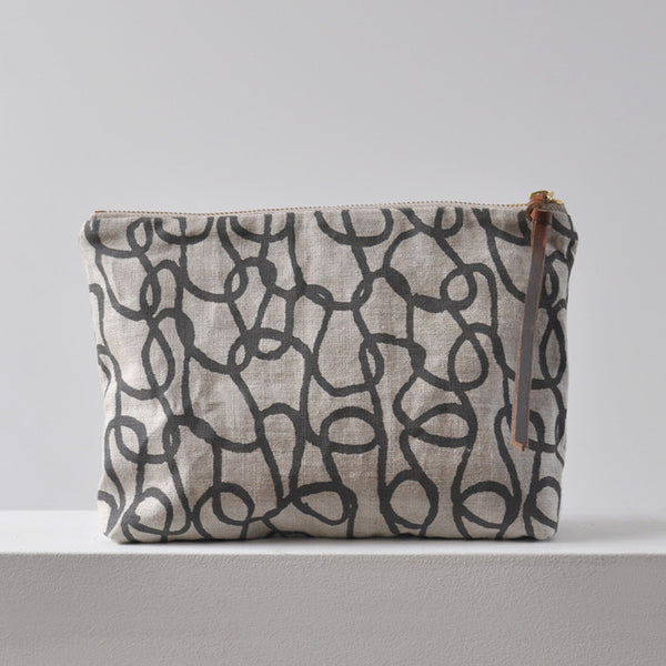 LARGE  POUCH - KNIT