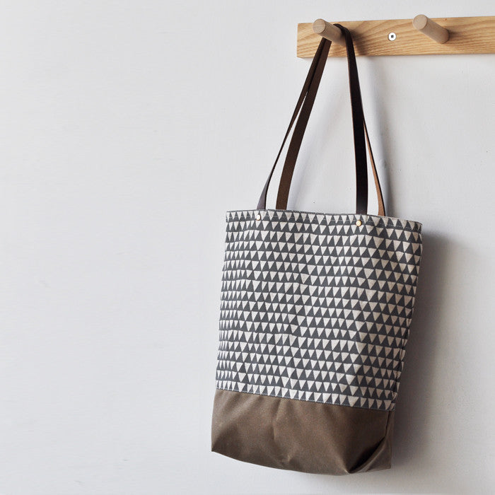 TOTE - grey triangle