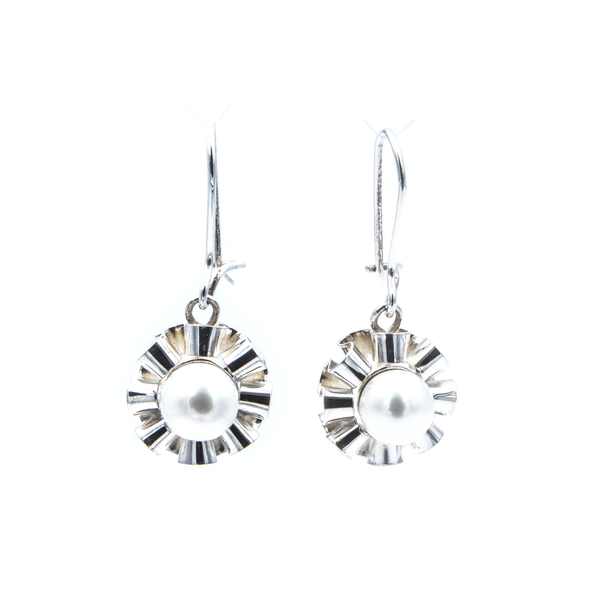 Ruffled Pearl Dangling earrings