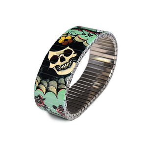 The Cats-n-Skulls style has a classic vintage green background -and pictures a variety of vintage tattoo elements of skulls and cats - flash designed by Berliner tattoo artist Brian Kelly. Stainless steel, nickel free scratch and waterproof. Made in Berlin.  © 2020, banded berlin