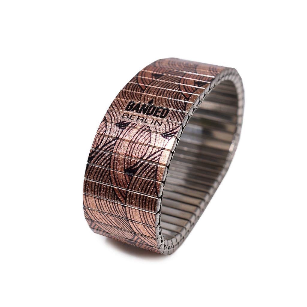 Washed Out Metallic 23mm  Inspired by Vintage Japanese woodblock print, this simple classic pattern has been a fan favourite   © 2020, banded berlinCopper Nazarene Metallic 23mm Inspired by Vintage Japanese woodblock print, this simple classic pattern has been a fan favourite © 2020, banded berlin