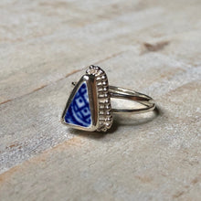 Load image into Gallery viewer, Antique Blue Willow Pottery & Silver Double-Band Ring