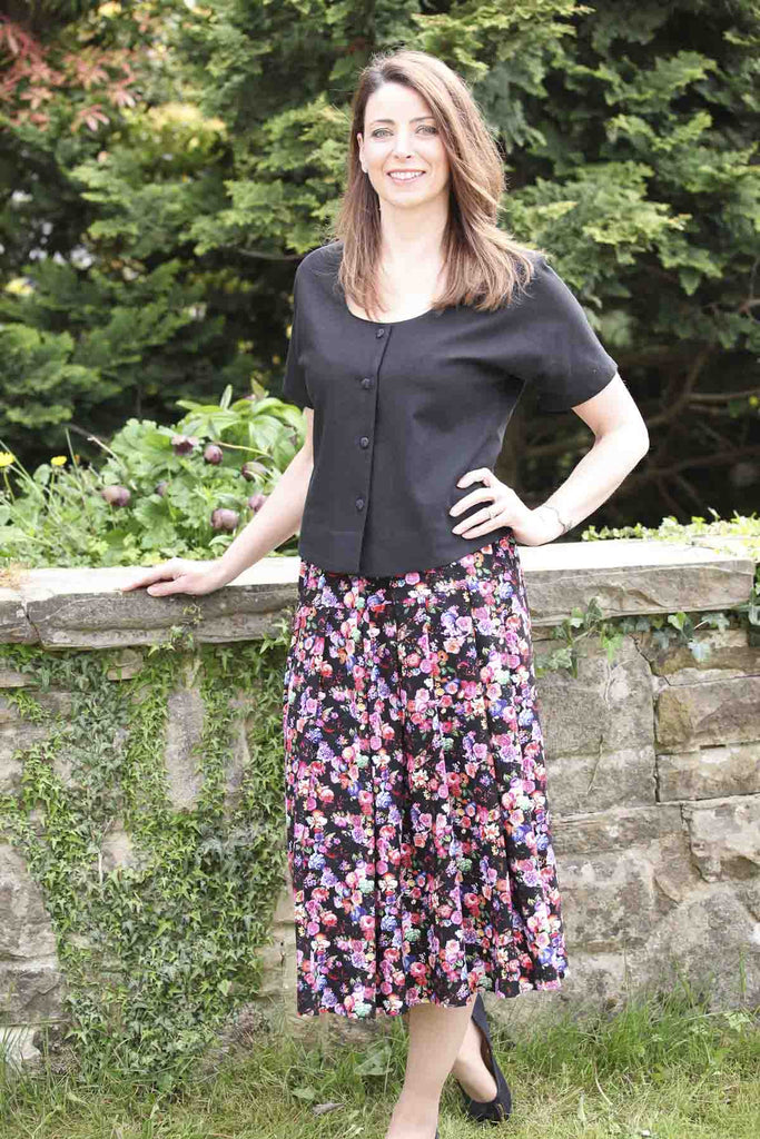 Kettlewell Pleated Skirt Black Floral