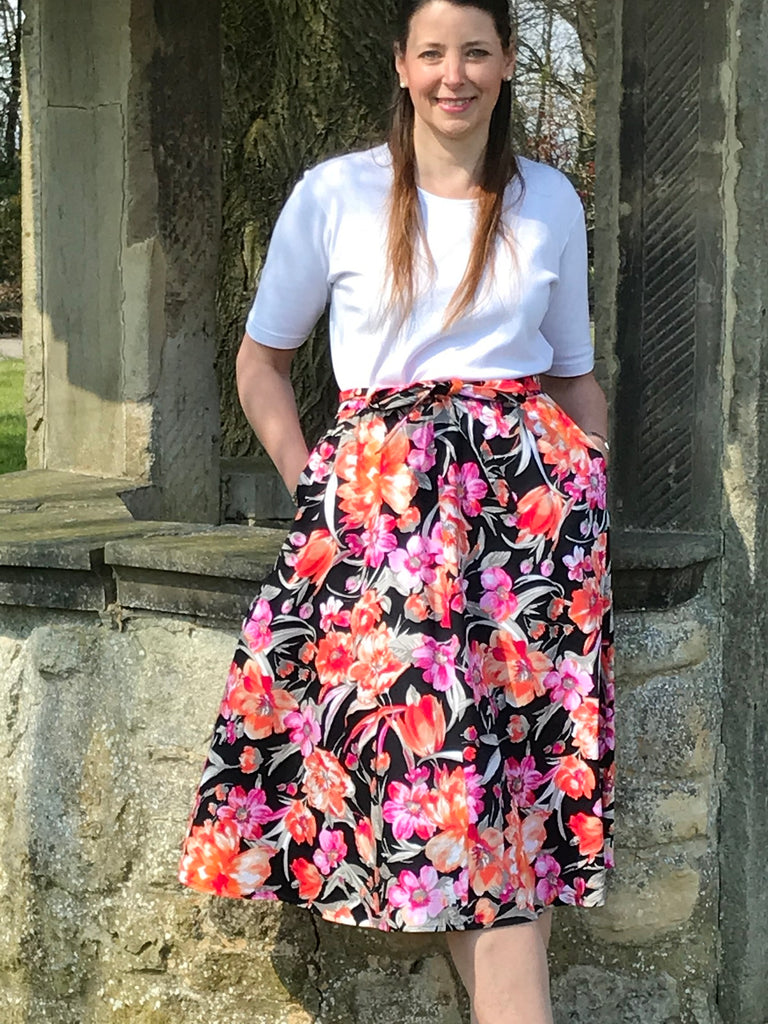 Bay Skirt in Black pink/tangerine print