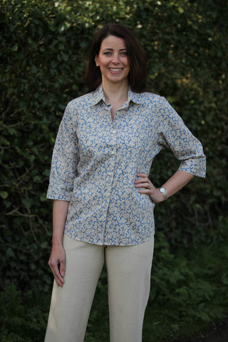 Tara Shirt in Blue/cream print