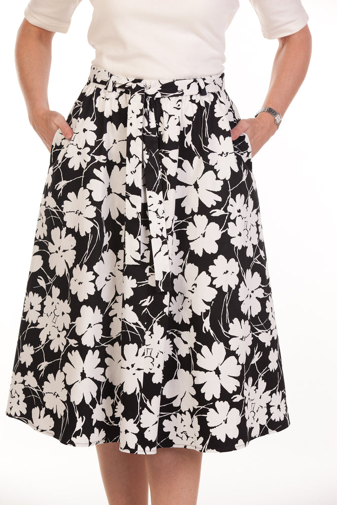 Bay Skirt in Black/cream sizes 12/24