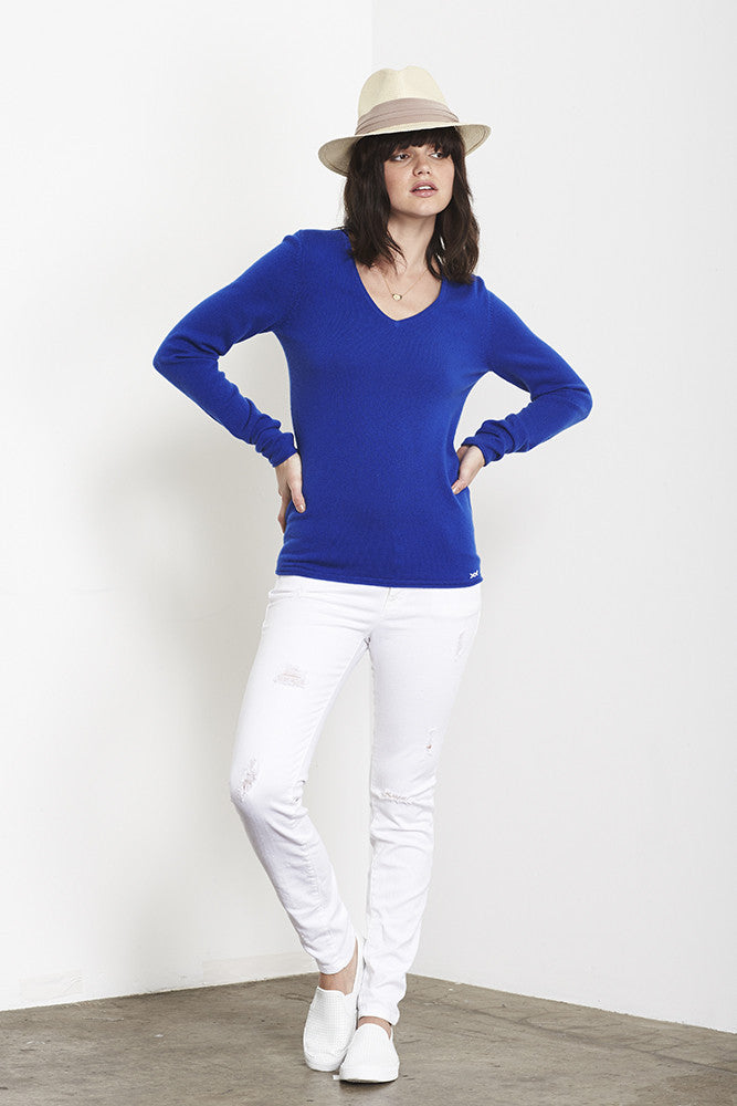 Ultimate V-Neck Sweater | Klein Blue - Banjo & Matilda | International  - 3