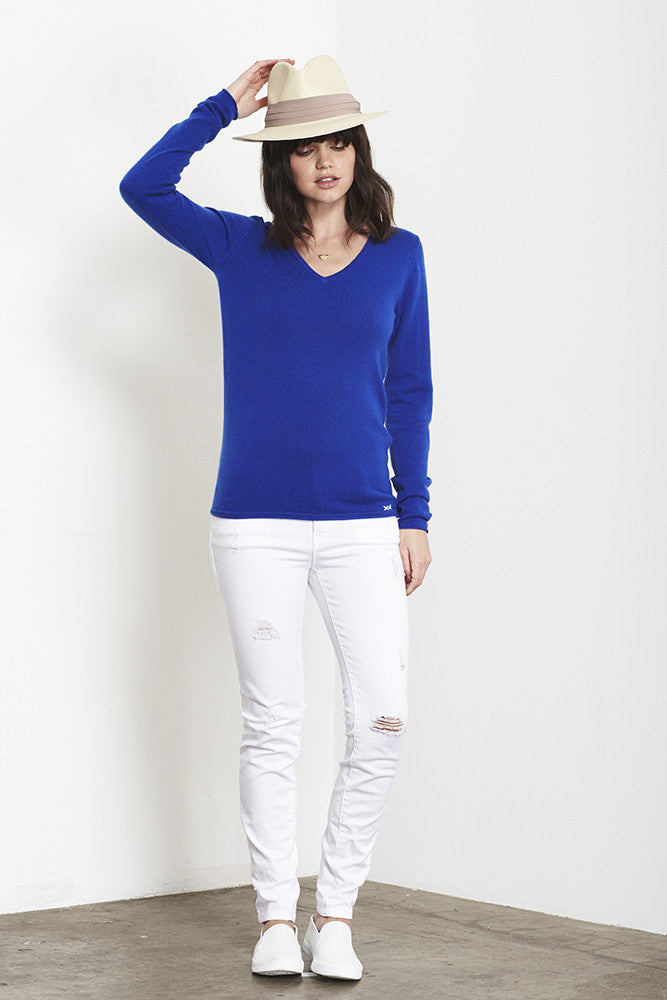 Ultimate V-Neck Sweater | Klein Blue - Banjo & Matilda | International  - 4