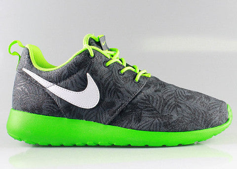 pretty nice ba642 1b80a One of Nike s most successful new model of shoes is the Nike Roshe Run.  Lightweight and breathable, Roshe Run is a clean and classic casual running  shoe ...