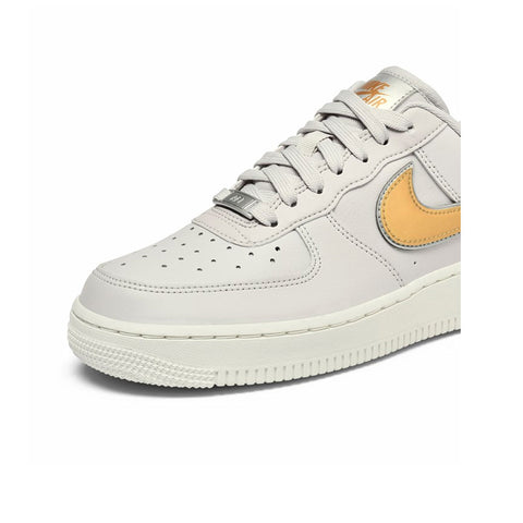 Nike Women's Air Force 1 Low '07 MTLC Metallic Platinum Metallic Gold