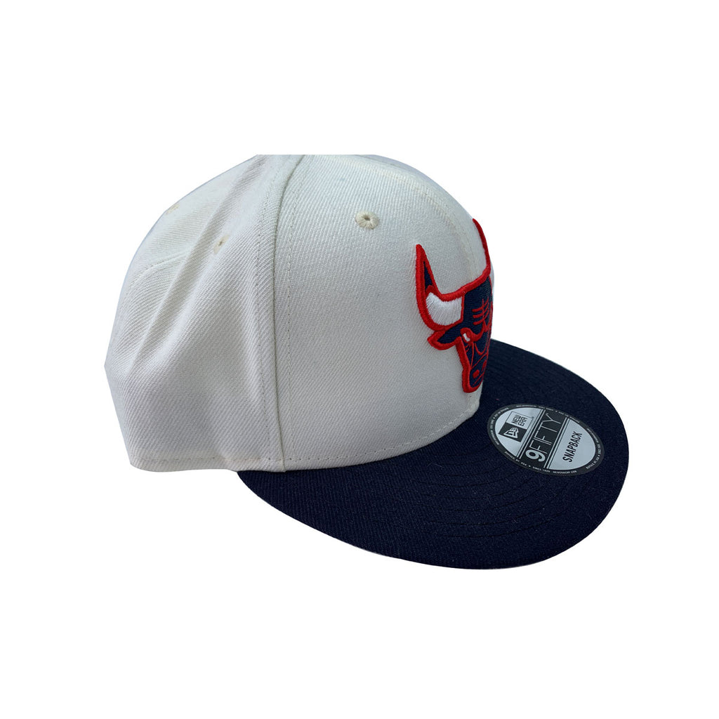 New Era 59FIFTY White Chicago Bulls Fitted Hat - KickzStore