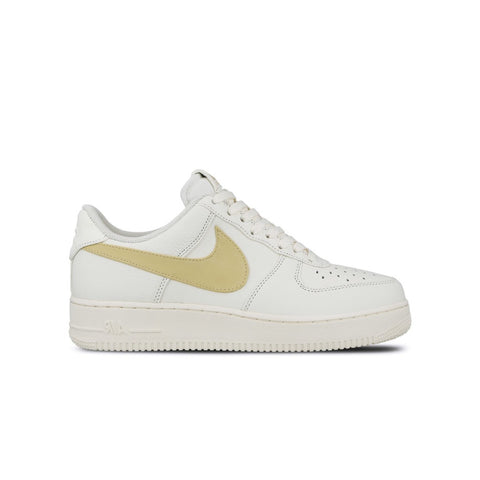 Nike Men's Air Force 1 Low '07 Premium Oversize Swoosh Sail