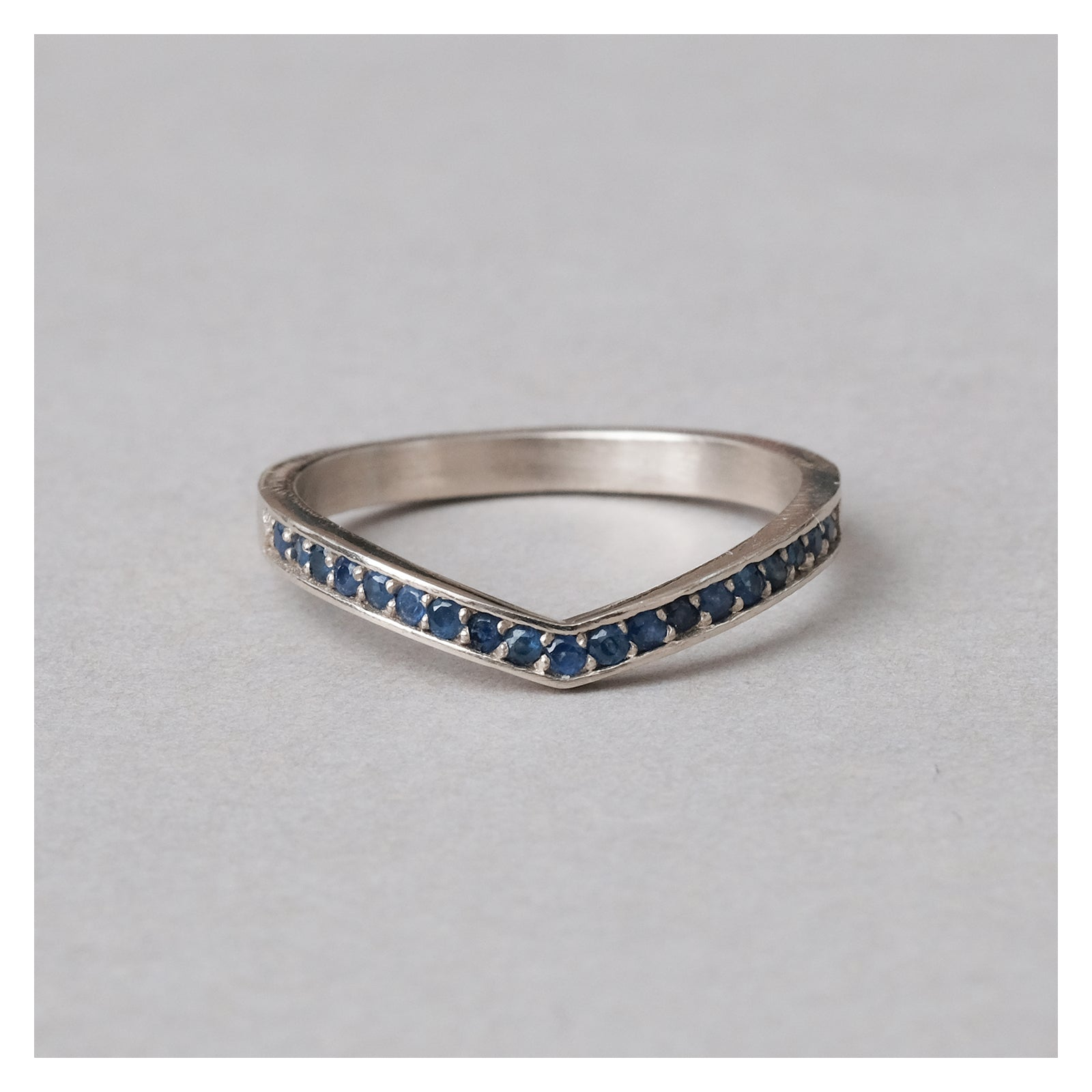 lou ring w/ sapphires
