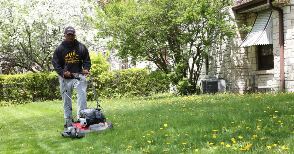 Rodney Smith: The 28-Year-Old Man Who Is Traveling Across America To Provide Free Lawn Care For People In Need
