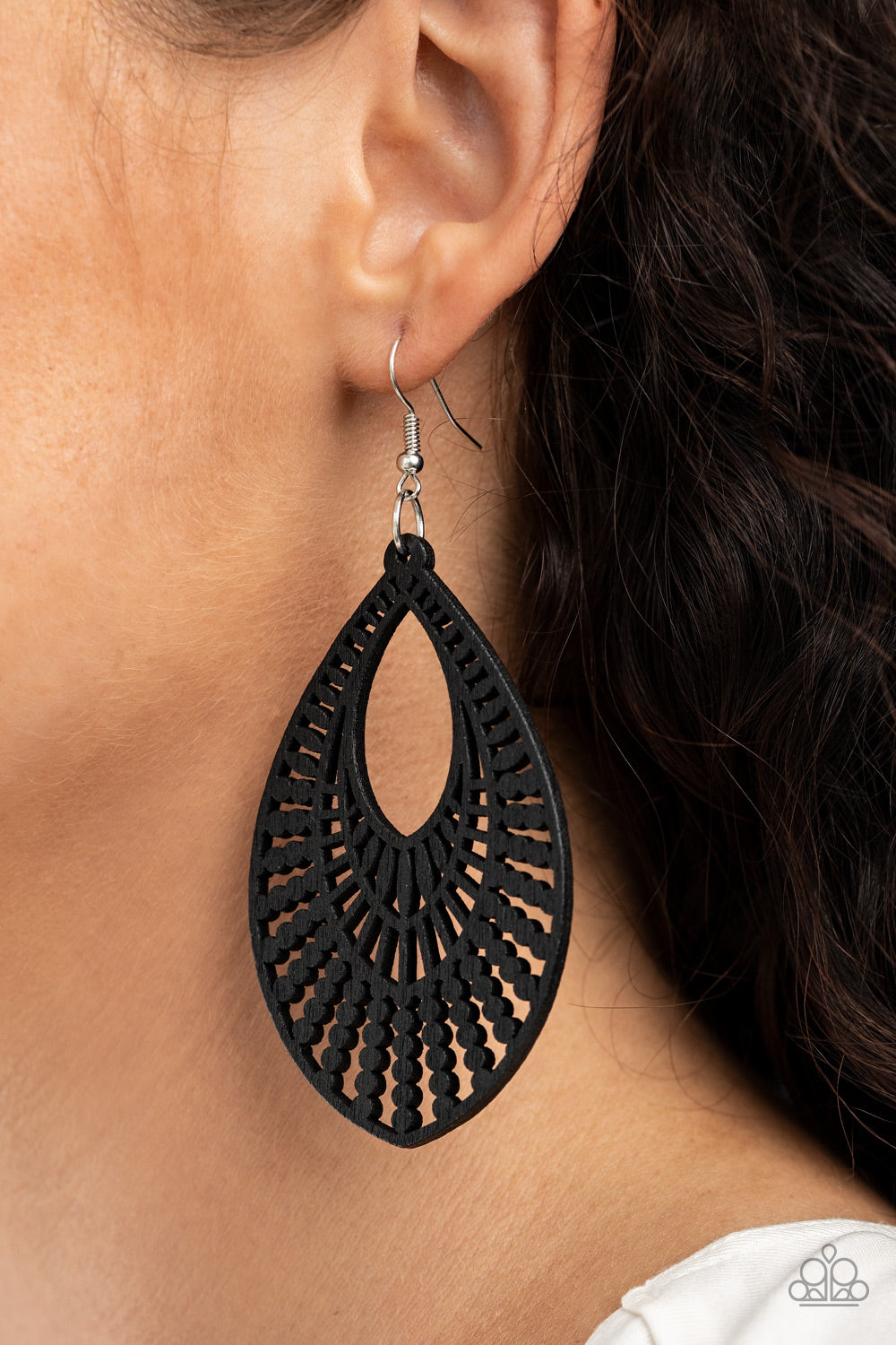 Paparazzi Jewelry & Accessories - Bermuda Breeze - Black Earrings. Bling By Titia Boutique