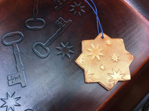 Leather valet with star ornament. San Pedro Collection.