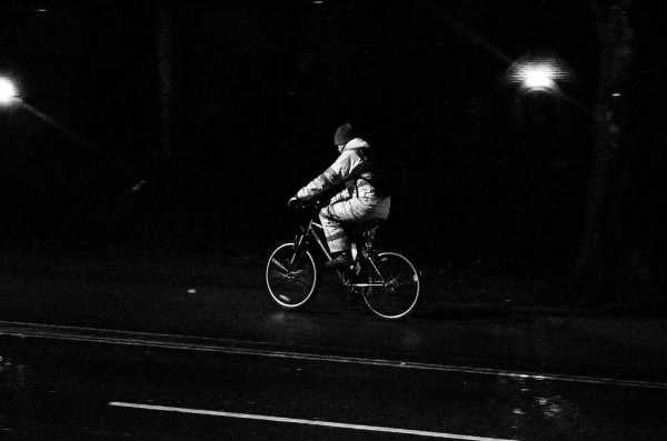 Embrace the darkness! Stay safe when you cycle in winter
