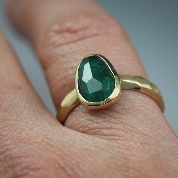 Rose Cut Emerald Chiseled Ring