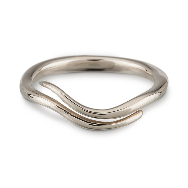 A wave-like 14k white gold ring