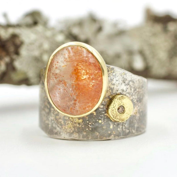 Lichen Crevice Ring - Sunstone