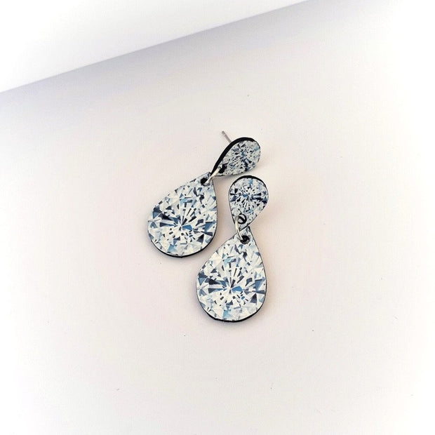 Pear Shaped Diamond Illustration - Medium Drop Earring