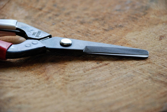 Thinning shears Okatsune 306 with rounded tip to prevent damage - Growing Potential