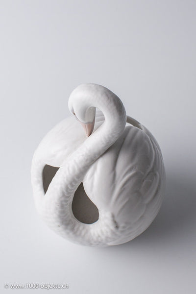 Beautifully detailed crafted swan by Spain Llardo