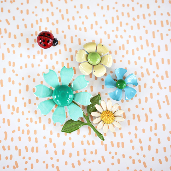 Mod Flower Power Enamel Pin Vignette