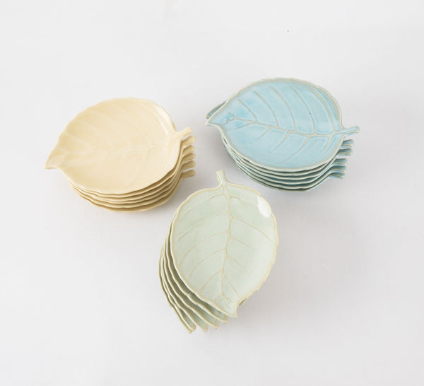 Set of 18 vintage leaf canape plates