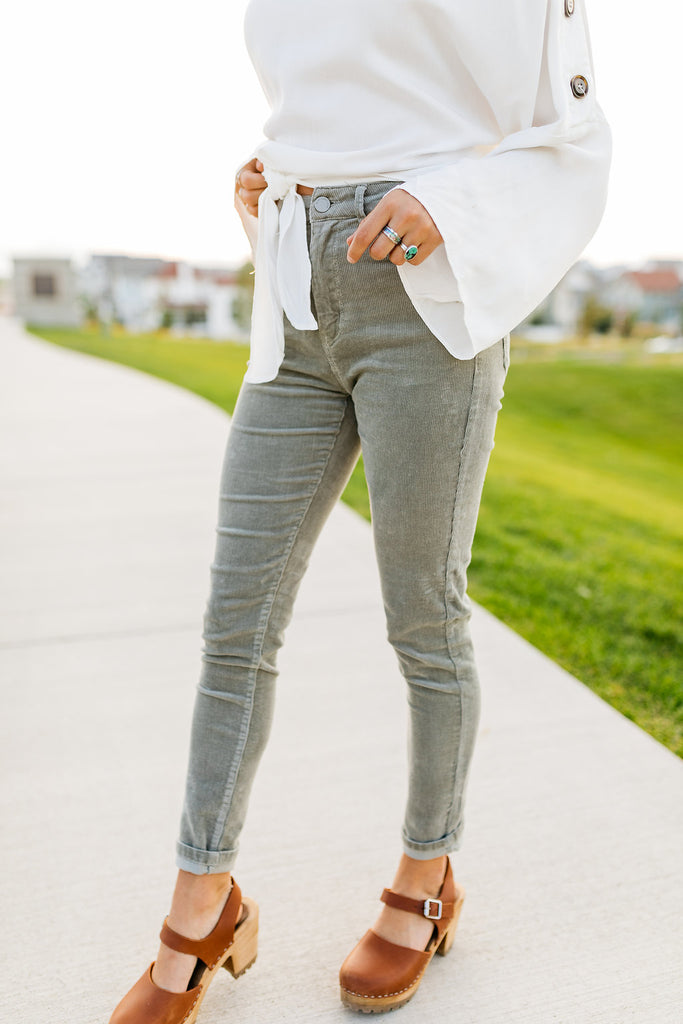 Lizzy Corduroy Pants in French Grey