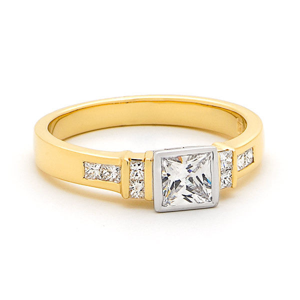 18ct Gold Bezel Set Ring