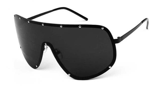 Voyeur sunnies in Jet Black